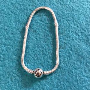 💎🛍🎀Silver-plated Pandora bracelet size 7 🎀🛍💎